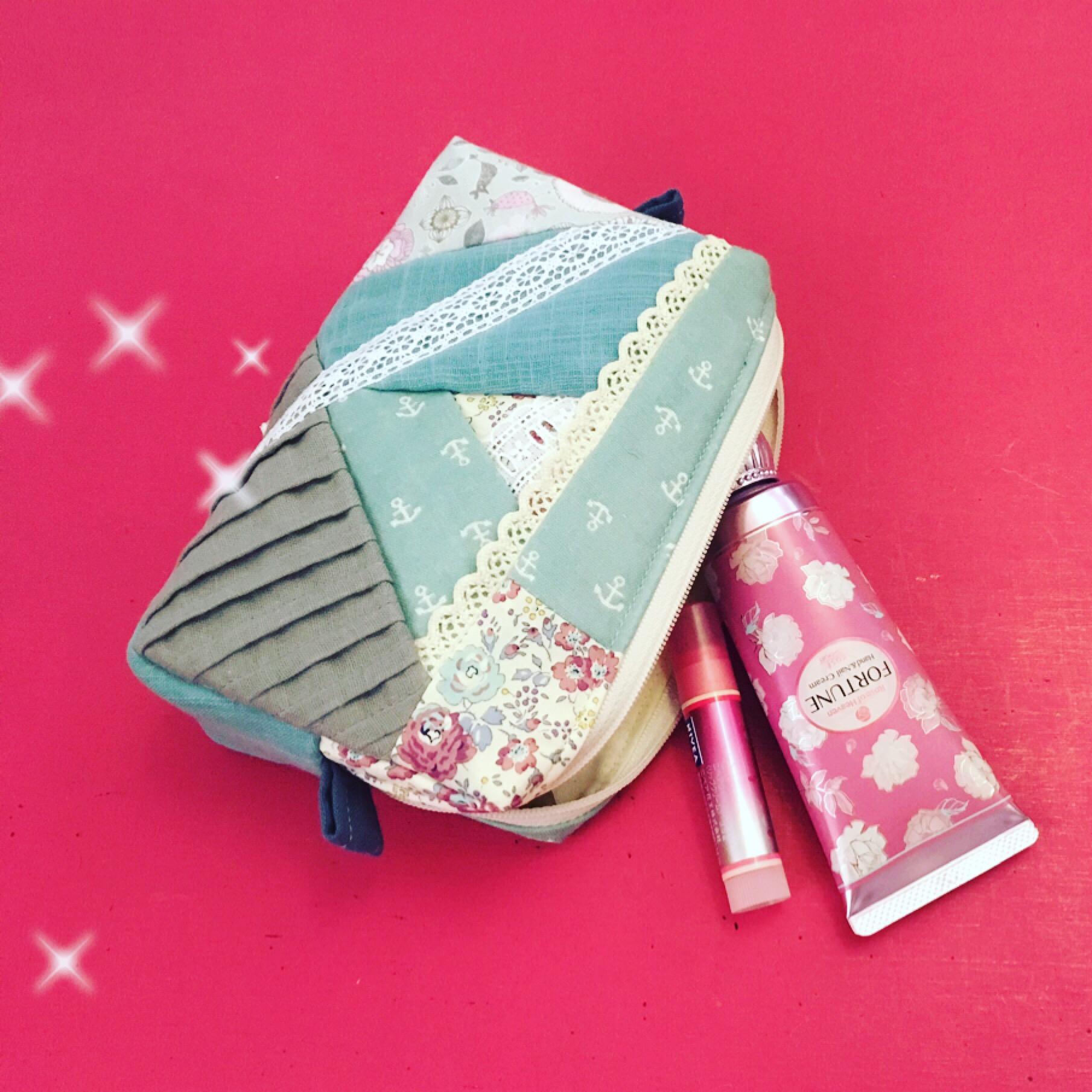 たっぷり入る化粧ポーチ☆パッチワークキルト